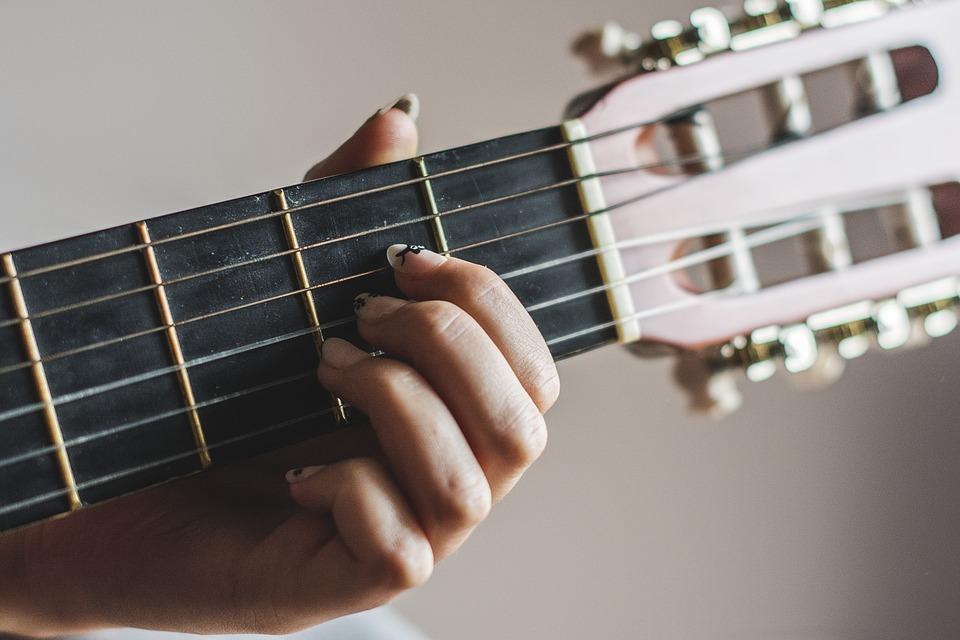 ثبت نام آنلاین دوره    کلاس آموزش مقدماتی گیتار کلاسیک ( اموزشگاه مهرنگار)